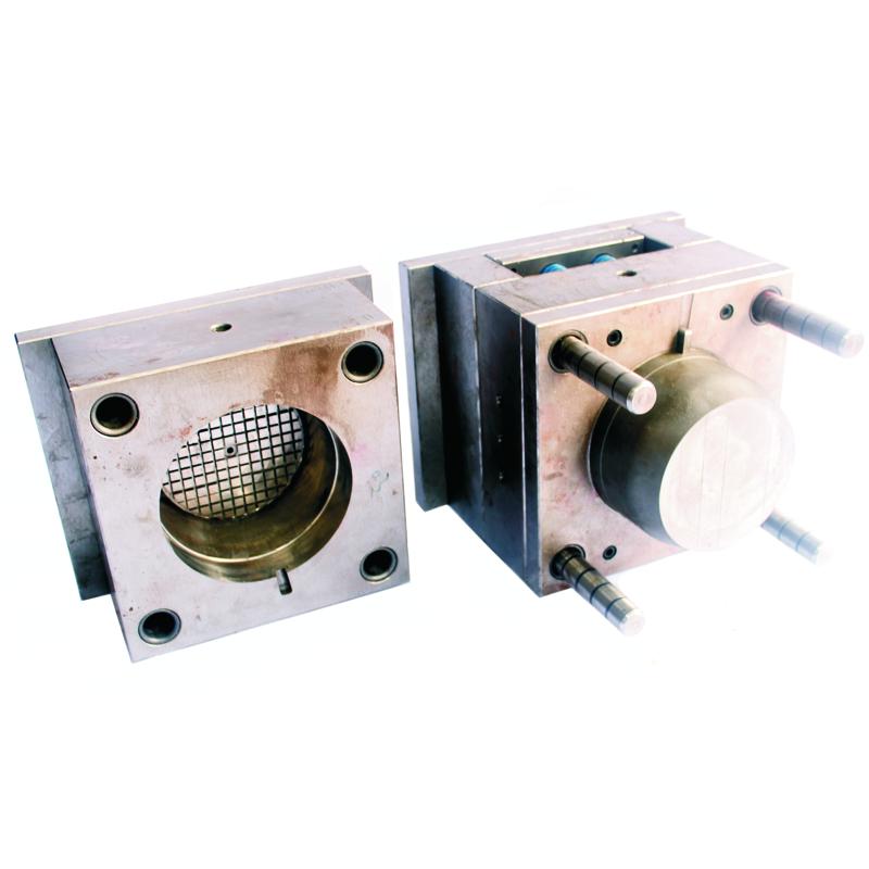 Spuitgietmatrijs voor productie van een motorkap voor AC motor